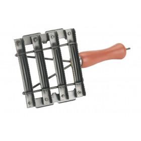 Striegel aus Metall 8 reihig - Metallstriegel - Striegel Fellpflege Pferde Viehstriegel