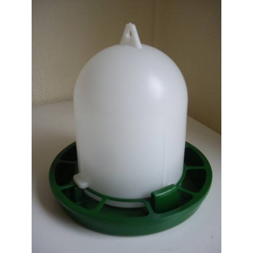 Poultry feeder, green 1 kg